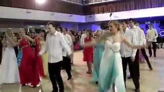 preview picture of video 'Maturitní nástup 8.B - Gymnázium Pardubice Dašická'
