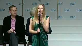 """Joss Stone - """"Newborn"""" na convenção """"One Young World"""" (18/10/12)"""
