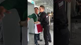 Футбольный болельщик иностранец пошутил над полицейским России