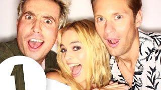 Margot Robbie And Alexander Skarsgård Discuss Sexy Mating Calls!