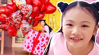 Bug Makes the Happiest Valentines Party Ever ! Instagram Followers Control Little Big Toys