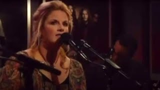 Trisha Yearwood – She's in Love with the Boy (Live)