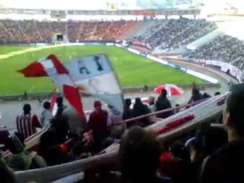 """Estudiantes vs Fiorentina La hinchada"" Barra: Los Leales • Club: Estudiantes de La Plata"