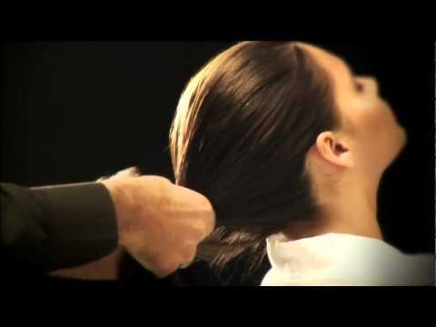 Es prolabiert das Haar vom Heckende des Kopfes