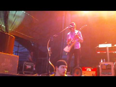 Weezer - Trippin down the freeway live @ the williamsburg waterfront