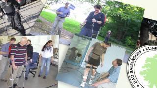Standbild aus Produktvideo: Menschen mit Gehilfen
