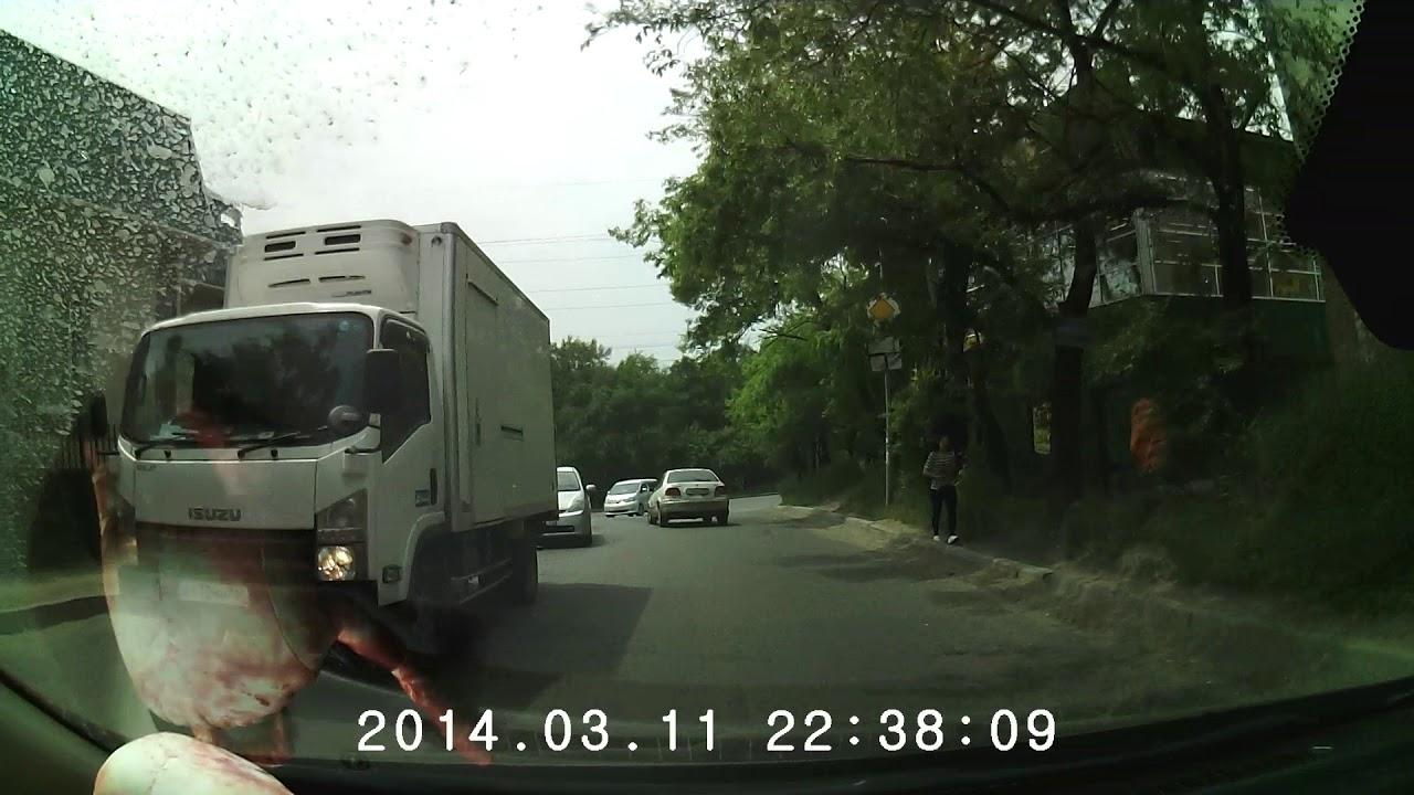 Во  Владивостоке сбит пешеход, перебегавший дорогу