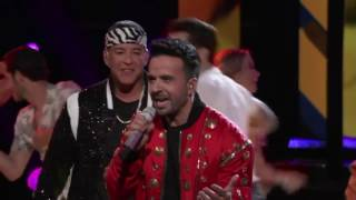 "Mark Isaiah, Luis Fonsi & Daddy Yankee  ""Despacito""  The Voice 2017"