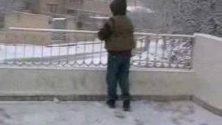 preview picture of video 'الثلج في يبرود -أطفال يلعبون بالتلج يبرود أون لاين'