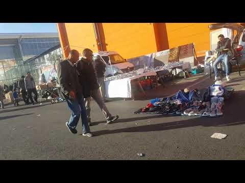 Der Obi Flohmarkt in Neukölln beim Abbau