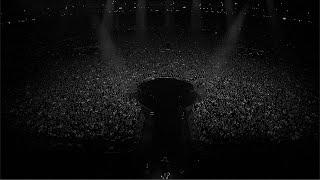 """To wykonanie utworu """"Nieznajomy"""" zostało zarejestrowane podczas koncertu na PGE Narodowym który zagraliśmy w zeszłym roku. W czerwcu 2020 mieliśmy wrócić na stadiony, żeby zagrać dla Was koncerty w Chorzowie, Gdańsku i Wrocławiu. Niestety wybuch epidemii i zakaz organizacji imprez masowych zmusiły nas do zmiany planów i przełożenia tych wyprzedanych już koncertów na przyszły rok.   Wszystkim którzy byli na wrześniowym koncercie w Warszawie chcemy przypomnieć wyjątkową atmosferę tego wydarzenia i choć obraz tego nie oddaje, mamy nadzieję że przywoła wspomnienia tego wieczoru.  A tym z Was którzy dopiero wybierają się na stadionowe koncerty, obiecujemy że warto na nie poczekać.  Artist:  Dawid Podsiadło   Dawid Podsiadło Band: Aga Bigaj  Julia Kulpa  Magdalena Laskowska  Aleksander Świerkot  Kuba Galiński  Marcin Ułanowski  Jacek Chrzanowski  Piotr Madej   Promoter: Muzk Management/ Maciek Woć Artist Management: Muzk Management   Production Agency: East Eventz Executive Producer: Michał Fałat Production Manager: Iza Klein Producer: Marek Morisson Crowd control: Krzysztof Tomasik Producer PGE Narodowy: Jarosław Bodanko, Anna Nijakowska Ticketing ebilet.pl: Bartosz Troński  Tour Manager (Dawid Podsiadło): Kuba Kubiczek Stage Manager: Łukasz Zaradkiewicz Media & Projects Manager: Aga Kozłowska  Production Office: Weronika Kmieć Backstage & Hospitality: Magda Kurek  Creative Visual Production: Percepto [LAB] Creative Visual Director: Paweł """"Spider"""" Pająk Camera Director: Marcin """"Migdał"""" Migdalski Camera Operators: Bartosz Michalak, Konrad Jeziorski, Axel Rybaczewski, Marcin Boszko, Ryszard Mroczkowski, Wojciech Krakowski, Dariusz Posłuszny, Arkadiusz Sołczerski, Grzegorz Myjkowski, Adam Kryciński, Katarzyna Miszczak, Łukasz Mateusiak   OB Van: TVN S.A. Sound car: 120db Michał Mika Vision engineer: Marcin Migdalski Vision assistant: Małgorzata Krogulec  Production/ Lighting/ Video Designer: Paweł """"Spider"""" Pająk Content Director: Paweł """"Spider"""" Pająk, Con Postmotive, Brett """