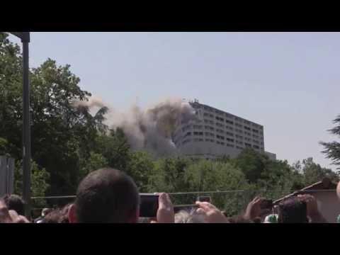 Destruction en vidéo de la barre 230 à Lyon