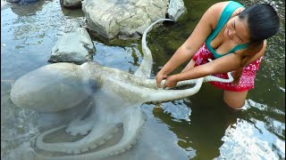 Primitive survival skills: finding big Squid at River - cooking Squid eating delicious(09)