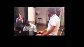 Балотелли играет на пианино гимн Италии 720p