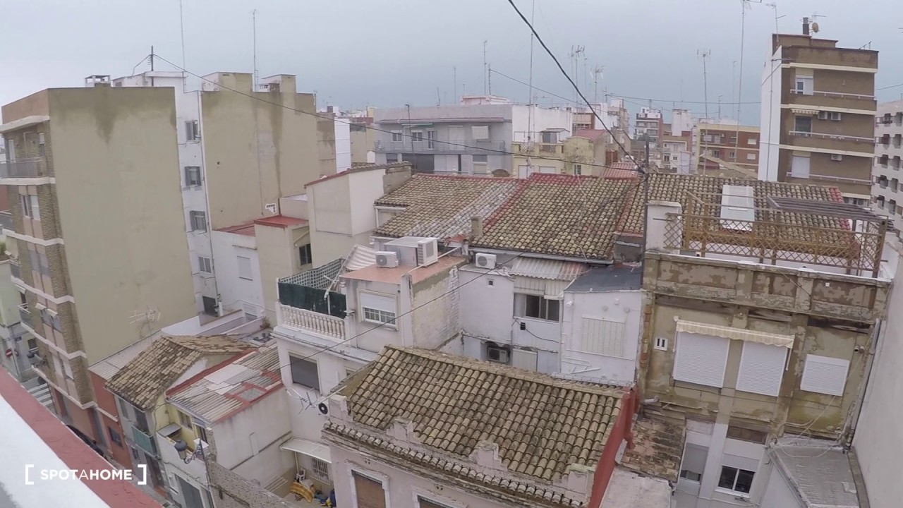 Rooms for rent in a 3-bedroom apartment with terrace close to UPV