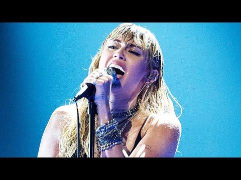 "Miley Cyrus Changes ""Slide Away"" Lyrics to Shade Liam Hemsworth during Emotional VMA Performance"