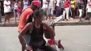 preview picture of video 'Paseando en Santiago de Cuba (calle Enramada y Parque Cespedes) el día de los enamorados'