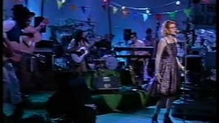 "Fairground Attraction LIVE - ""Walkin' After Midnight"" - '88"