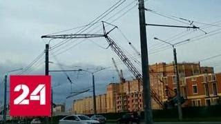Кран рухнул на оживленную дорогу в Йошкар-Оле - Россия 24