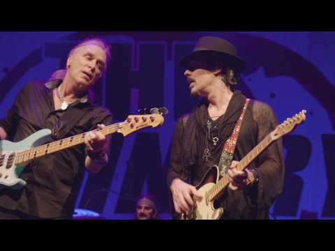 "The Winery Dogs ""Elevate (Live)"" From Dog Years, Live In Santiago"