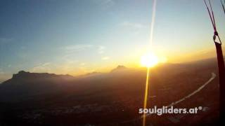 preview picture of video 'Paragleiten am Gaisberg in Salzburg - Sommer 2011'