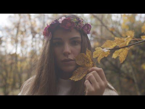 Nos gusta escuchar a la artista española Cris Mone
