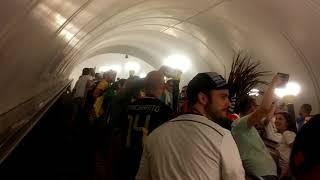 Немецкие и мексиканские болельщики в метро