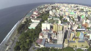 preview picture of video 'dji Phantom 1.1.1 without Gimbal + GoPro test flight in Malé Maldives'