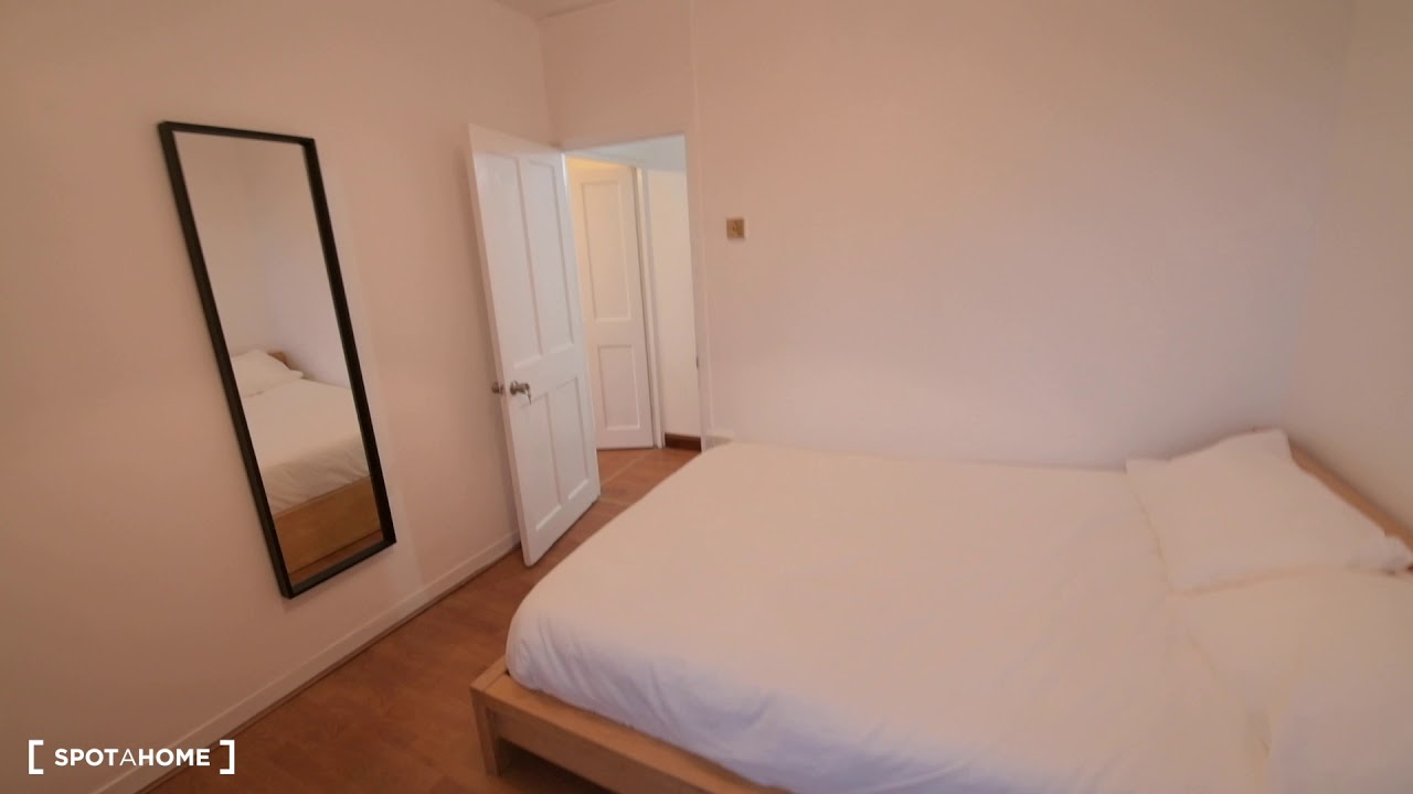 Double bed in Cosy rooms to rent in 4-bedroom flat in Tower Hamlets