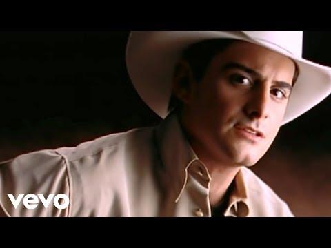 Brad Paisley Celebrity Celebrity Music Video | MetroLyrics