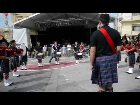 Wallace Pipes and Drums Band of Malta – We Will Rock You at Birgufest