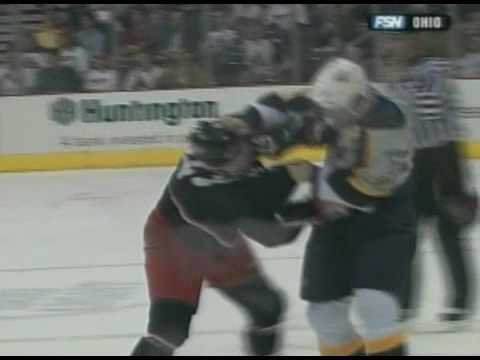 Scott Hartnell vs Dan Fritsche