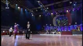 Duet Ewa Farna a V ra  pinarov  - To m me ml de  (Galashow s latinou 1.10.2011) - YouTube
