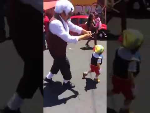 Sorprende tierno disfraz de Gepeto y Pinocho