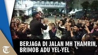 Saat Berjaga di Jalan MH Thamrin Kondusif, Brimob Adu Yel-yel
