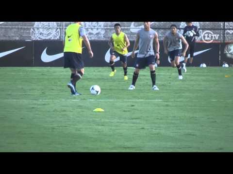 No clima do Mundial, Corinthians já treina com bola da competição
