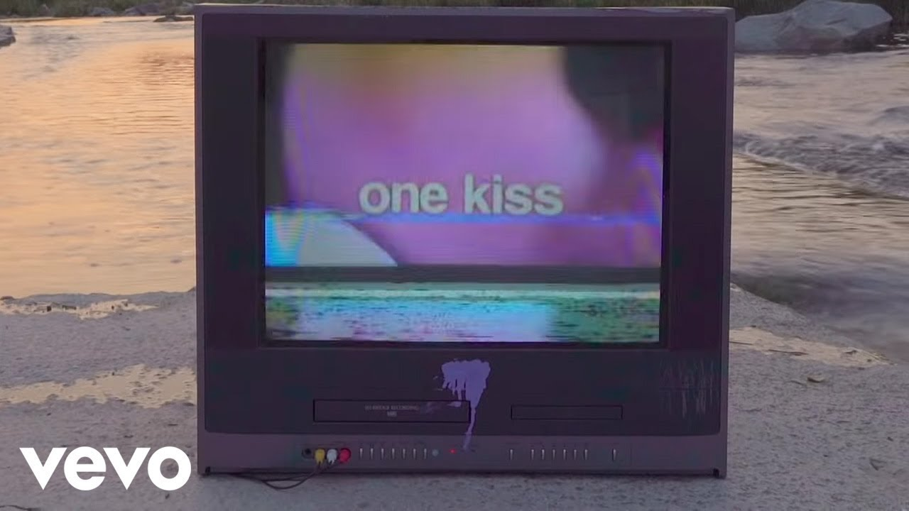 Calvin Harris & Dua Lipa – One Kiss