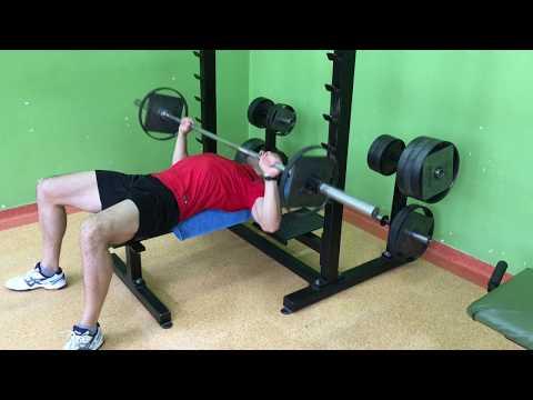 Jak swing mięśni piersiowych w domu ze sztangą