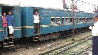 preview picture of video 'Train at  Mymensingh station in Bangladesh'