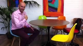 Demonstrating The Eero Saarinen Tulip Table