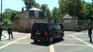 preview picture of video 'cortege barack obama chateau de benouville ( D-DAY 6 juin 2014 )'