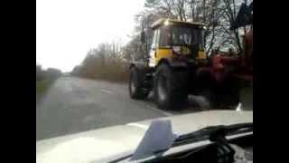 Обгон трактора JCB с плугом