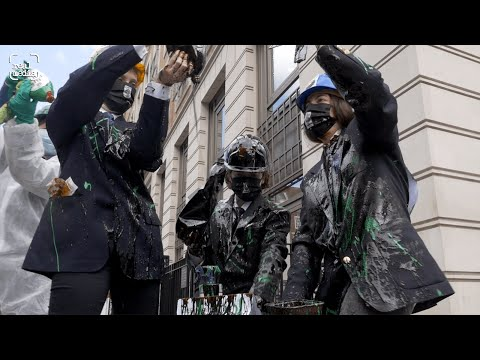 Messy Greenwash Protest at BP Annual General Meeting