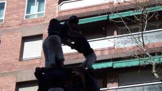 preview picture of video 'Castellers de la Vila de Gràcia -  4d7a  al Poble Sec 16-3-2014'