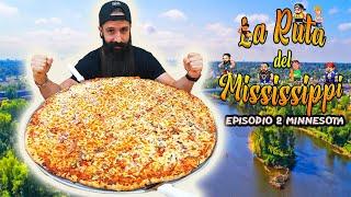 Cada lunes un nuevo episodio de la Ruta del Misisipi. Y a continuación mira cómo se enfrento a la pizza el otro equipo en el canal del Pirata:  https://youtu.be/qvA9Nc0cRls  Vídeo de las burgers en el canal de Cocina del Pirata: https://www.youtube.com/watch?v=Ynl4YF_k4QU  Vídeo de Sezar Blue en el Bubba Gump: https://youtu.be/Y12rryyjBRo  EPISODIO 1: MINNESOTA El reto consiste en una pizza de 30 pulgadas con dos ingredientes a elegir para comer en equipos de máximo 3 personas. Si nos la acabamos en una hora es gratis y conseguiremos nuestra segunda victoria en la Ruta del Misisipi.  PARA LOS MÁS FANS, EL RETO COMPLETO SIN EDICIÓN NI CORTES: https://www.youtube.com/watch?v=bTcun1algvI
