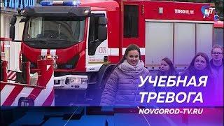 Спасатели провели масштабную тренировку по ликвидации пожара в сложных условиях торгового комплекса