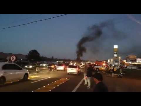 Protesto Caminhoneiros e motoristas na RS-239 em Araricá