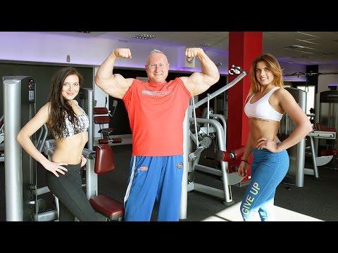 Mięśnie ćwiczenia manualne dla dziewcząt z hantlami