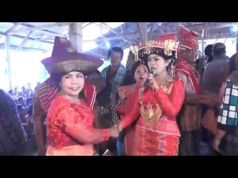 Adu Penganten - Emra Kutta Ginting & Ernisah Putri Br  Trg, S Pd - di   Penusunan