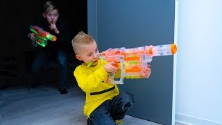 НОЧНЫЕ игры с NERF...ОДНИ дома. NIGHT games with NERF ... ALONE at home.